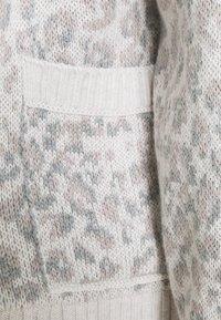 Abercrombie & Fitch - IN SLIDE SLIT PATTERN - Cardigan - light grey - 2