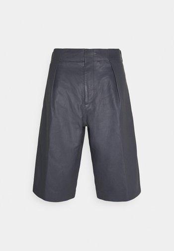 TROUSERS BERMUDA KANSA - Shorts - magnet