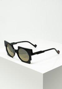 Zoobug - SONNENBRILLE PIXEL FÜR KINDER - Sunglasses - black - 0