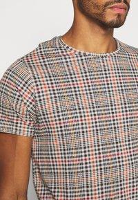 Brave Soul - REINETTE - T-shirt print - beige - 3