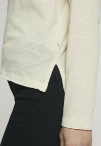 TOM TAILOR DENIM - Long sleeved top - soft creme beige - 3