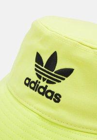 adidas Originals - BUCKET HAT UNISEX - Hat - pulse yellow - 2