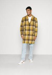 Mennace - MIX BOLD YELLOW CHECK  - Classic coat - yellow - 1