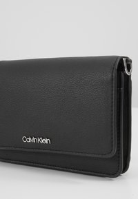 Calvin Klein - MUST CROSSBODY - Wallet - black - 4