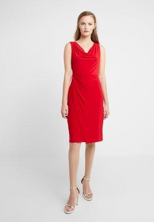 SHEATH WITH RUCHING - Vestido de tubo - scarlet