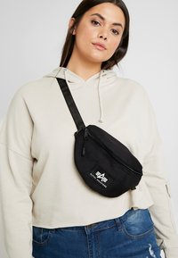 Alpha Industries - PRINT WAISTBAG - Ledvinka - black - 5