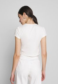 Nly by Nelly - PERFECT CROPPED TEE - T-shirt basic - white - 2
