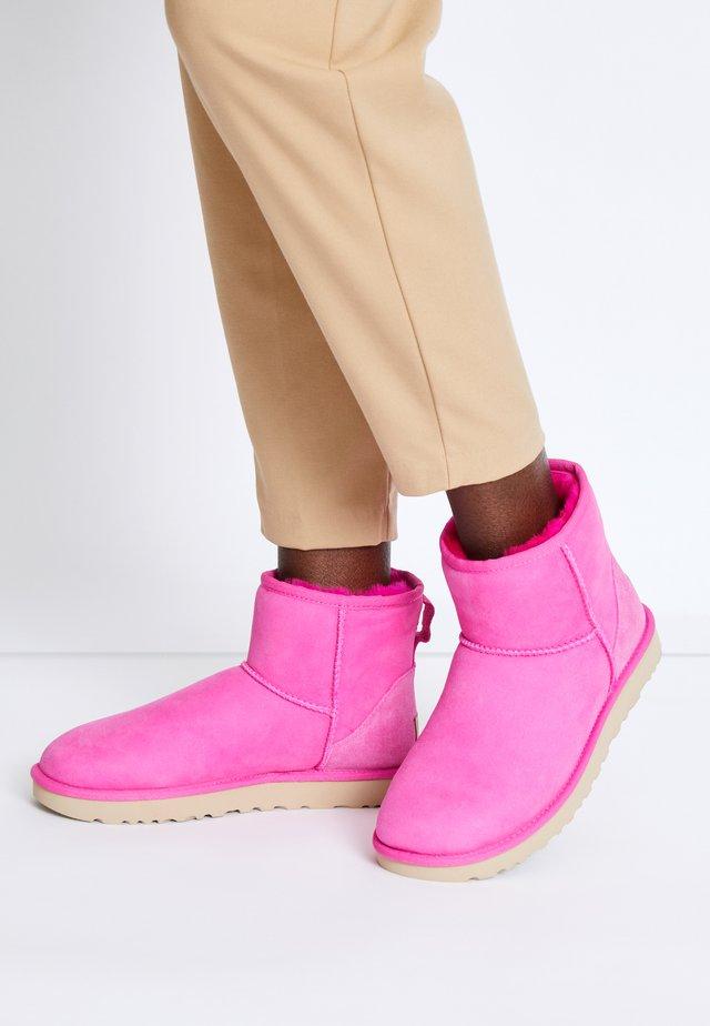 CLASSIC MINI II - Classic ankle boots - rock rose