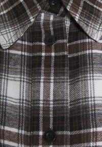 Missguided Maternity - CHECK SHIRT - Button-down blouse - brown - 2