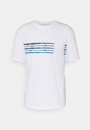 JORSHIBORI TEE CREW NECK - T-shirt z nadrukiem - white