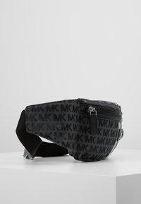 Michael Kors - HIP BAG BROOKLYN - Sac banane - black/grey - 3