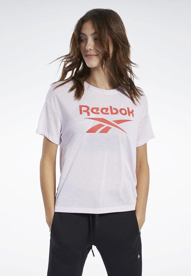WORKOUT READY SUPREMIUM LOGO TEE - Print T-shirt - pink