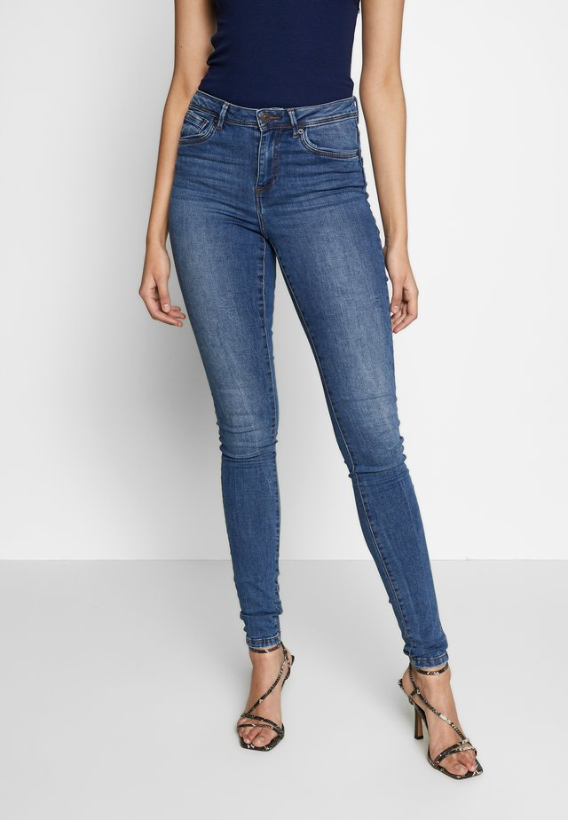 VMTANYA PIPING - Jeansy Skinny Fit - medium blue denim