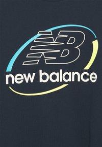 New Balance - ATHLETICS CIRCULAR STACK LONGSLEEVE TEE - Långärmad tröja - eclipse - 2