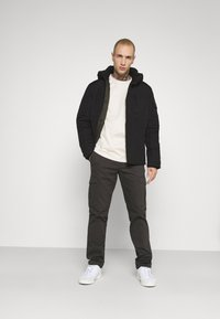 Jack & Jones - JJFERGUS JACKET - Regenjas - black - 1