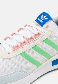 adidas Originals - RETROSET UNISEX - Trainers - footwear white/glow mint/offwhite - 5