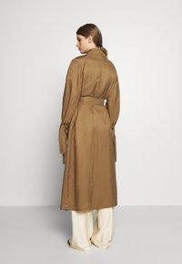 MAX&Co. - CATALOGO - Trenchcoat - brown - 2