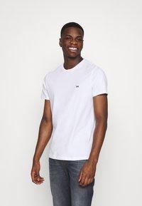 Lee - PATCH LOGO TEE - T-shirt - bas - white - 0