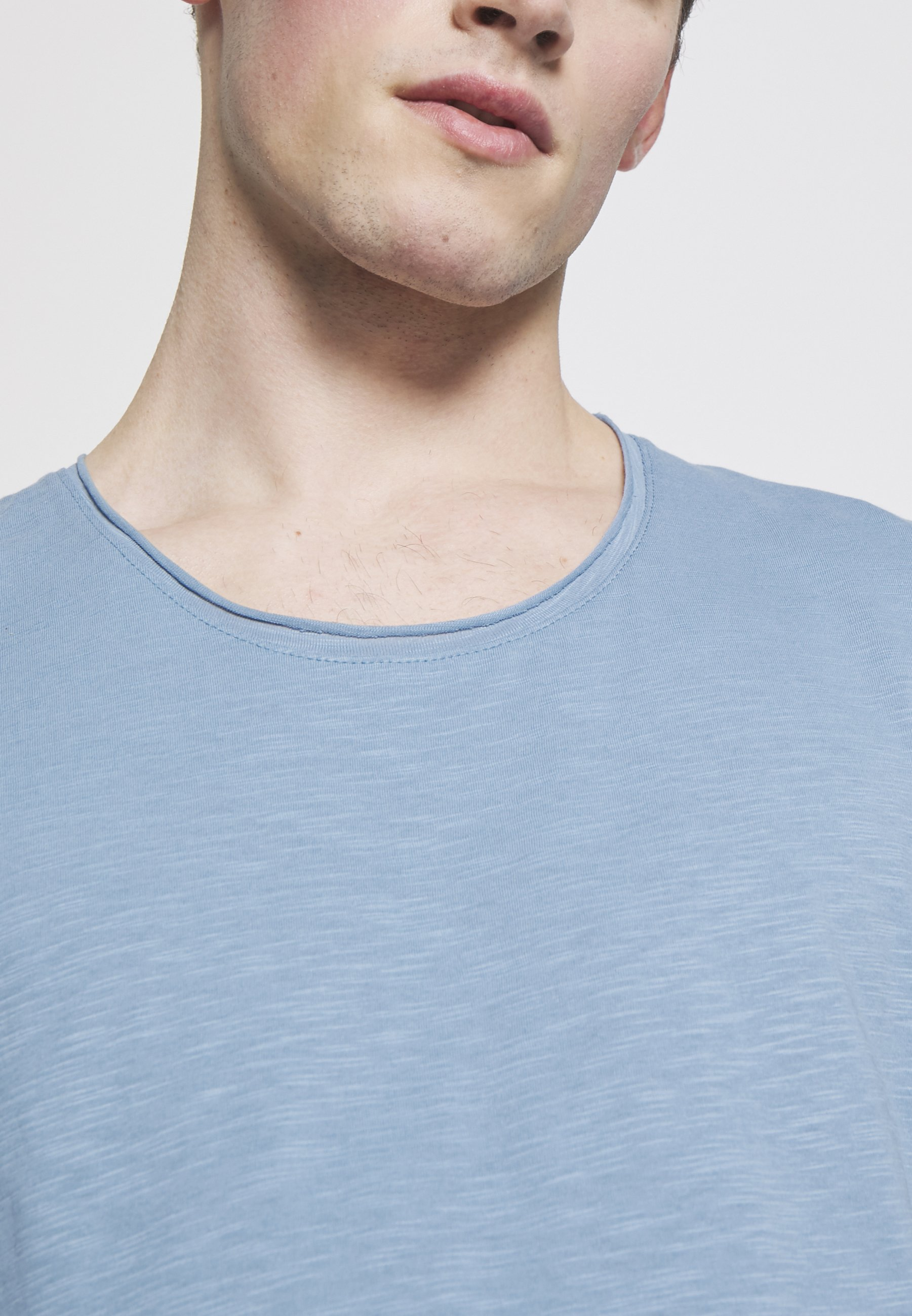 Jack & Jones JJEBAS TEE - Basic T-shirt - blue heaven G1IC8