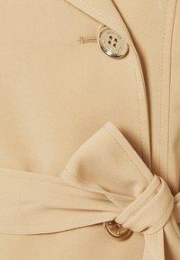 MICHAEL Michael Kors - DOUBLE BREASTED PUFF SLEEVE DRAPERY - Trenchcoat - khaki - 7