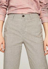 Pepe Jeans - MARIETA - Spodnie materiałowe - light brown - 3
