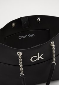 Calvin Klein - RELOCK SHOPPER - Velká kabelka - black - 4