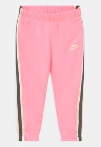 Nike Sportswear - GO FOR GOLD SET - Trainingsvest - arctic punch - 2
