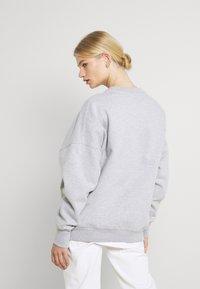 Nicki Studios - LOGOCOLLAGECREWNECK - Sweatshirt - greymelange - 2