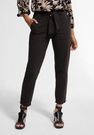 MIT TUNNELZUG - Trousers - black