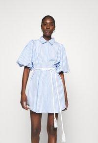 Mossman - THE CRYSTAL SEA DRESS - Košilové šaty - blue/white - 0