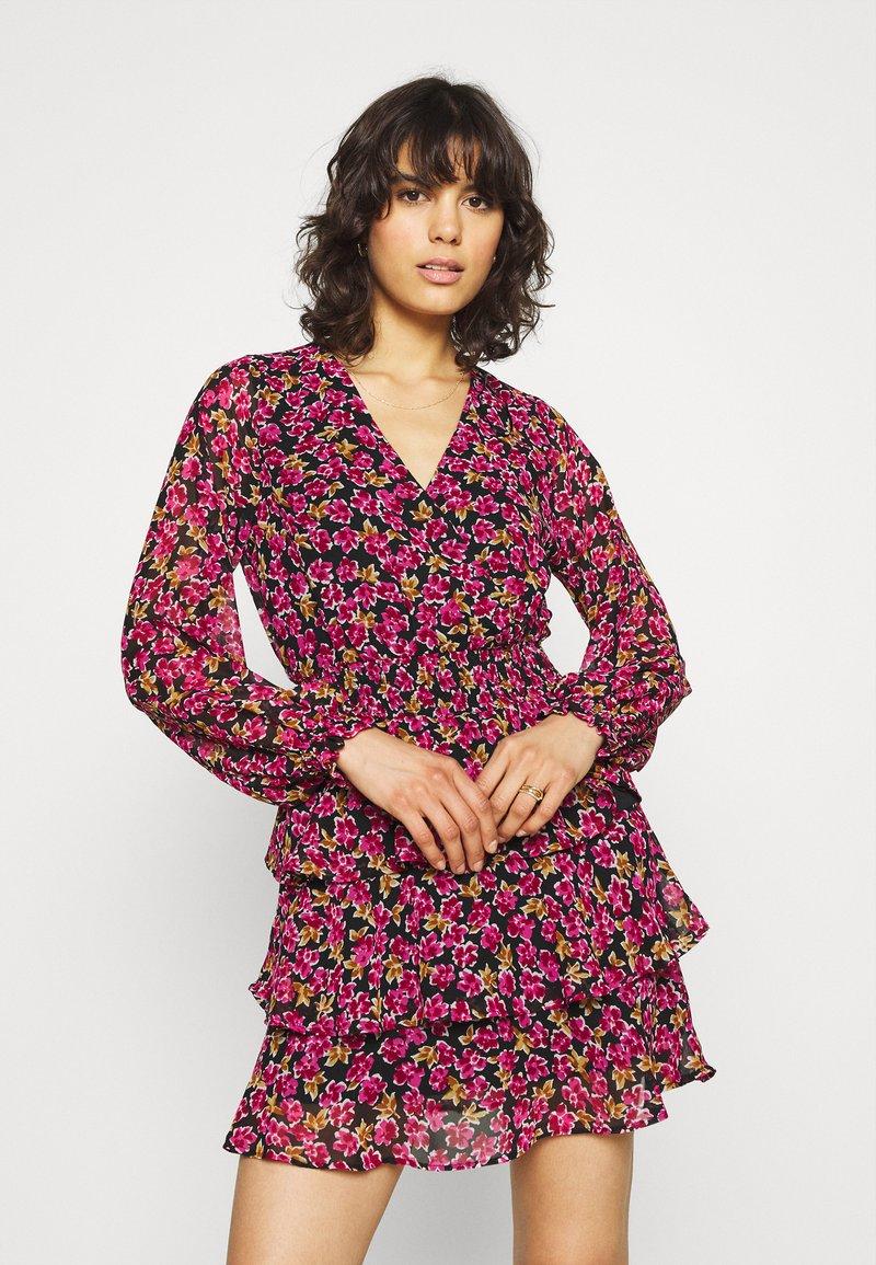 Gina Tricot - ALEXANDRA DRESS - Sukienka letnia - cabaret blossom