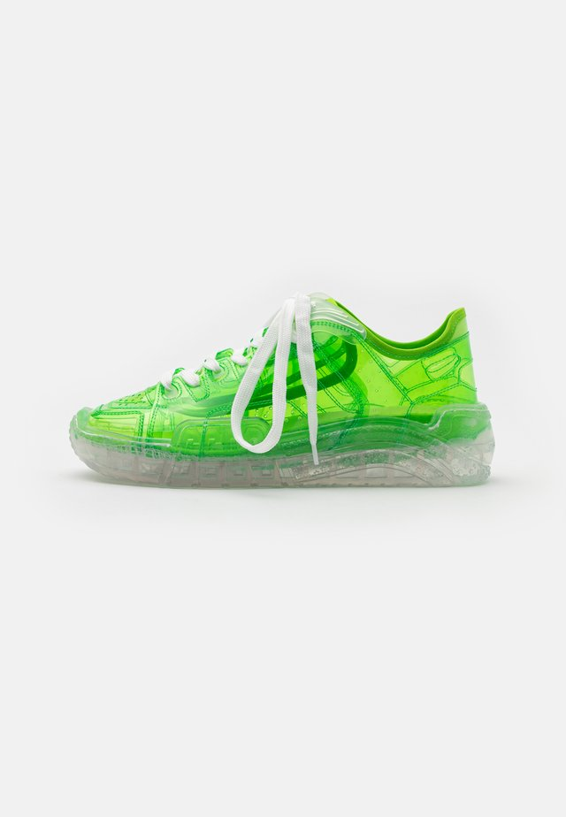 TRANSPARENT SKATE - Baskets basses - lime