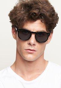 Meller - KUBU - Sunglasses - all black - 0