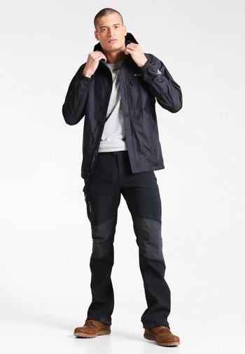 POURING ADVENTURE JACKET - Hardshell jacket - black