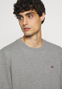 Napapijri - BALIS - Sweatshirt - medium grey melange - 4