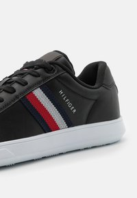 Tommy Hilfiger - ESSENTIAL CUPSOLE - Sneakers basse - black - 5