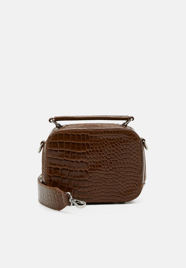 BLAZE CROCO - Käsilaukku - brown