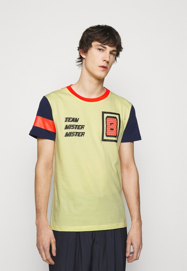 PRINTED - T-shirt print - yellow