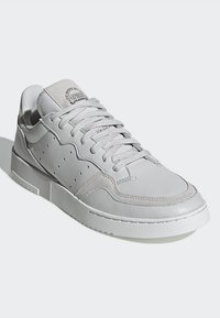 adidas Originals - SUPERCOURT - Sneakers laag - grey one/crystal white - 3