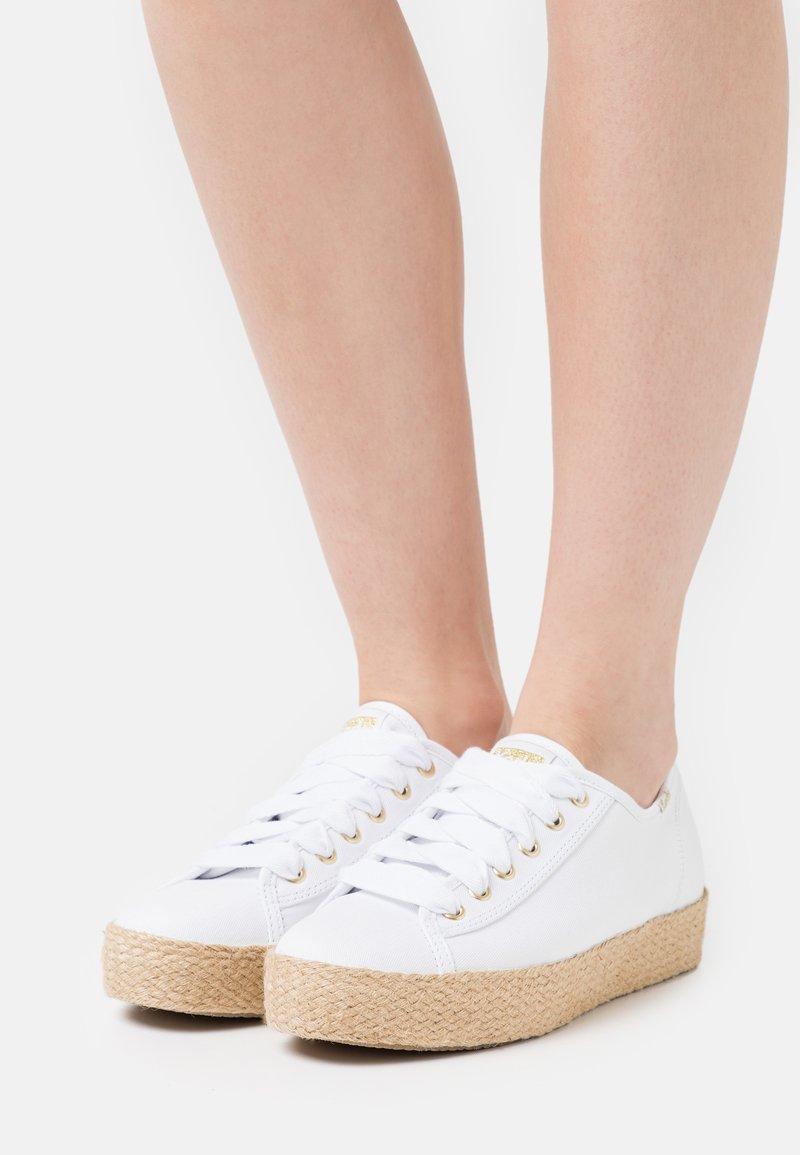 Keds - TRIPLE KICK - Casual lace-ups - white