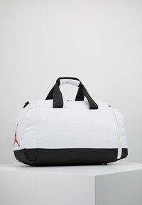 Jordan - AIR DUFFLE - Sportovní taška - white - 2