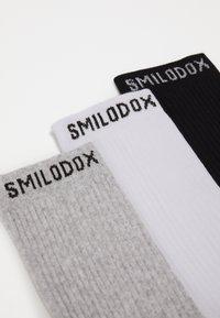 Smilodox - TRAINING SOCKS 3 PACK - Sportovní ponožky - schwarz/weiß - 1