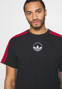 adidas Originals - STRIPE CIRCLE - Print T-shirt - black - 4