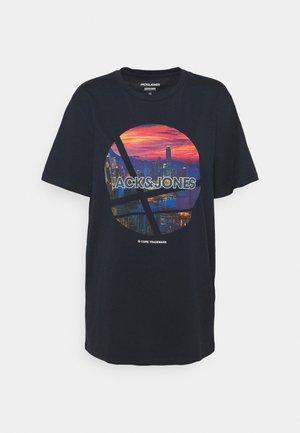 JJURBAN CITY TEE CREW NECK - Print T-shirt - navy blazer
