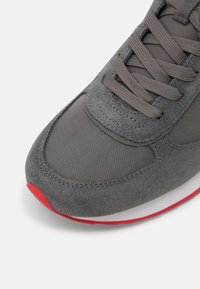 Colmar - Trainers - grey / red - 6