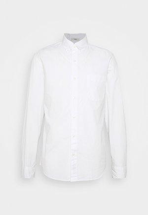 SLIM ORGANIC WASHED SOLID - Shirt - white