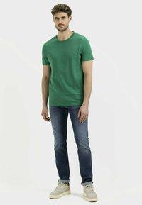camel active - Basic T-shirt - jungle green - 1
