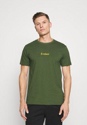 VALENTE TEE - Print T-shirt - black forest