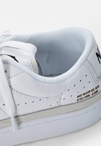 Nike Sportswear - BLAZER LOW - Baskets basses - white, black - 7