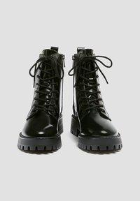 PULL&BEAR - LACKOPTIK - Platform ankle boots - black - 3